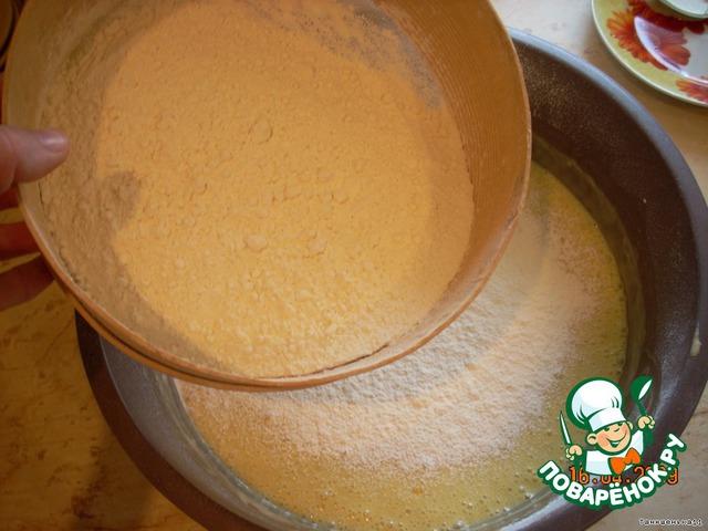 Добавить ванильный сахар, натереть цедру лимона, перемешать.   Добавить муку и месить тесто.