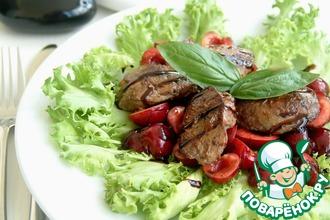 Салат из куриной печени с черешней