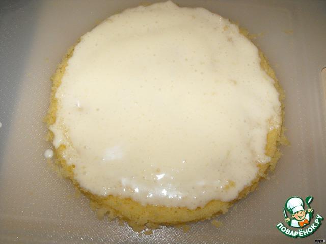 И пропитала взбитой сметаной с сахаром. Получился такой мини-тортик. А Вы можете по своему вкусу чем угодно пропитать и украсить.