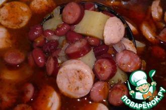 Густой фасолевый суп с колбаской