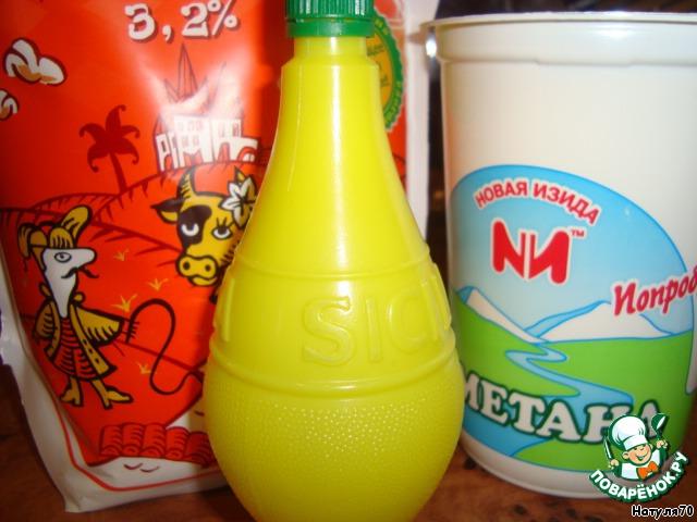 Я взяла самые обычные, магазинные продукты -  сметану, молоко и лимонный сок.