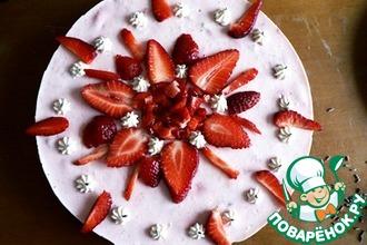 Йогуртово-клубничный торт с лавандовым бисквитом