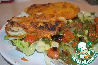 Рыба в панировке с теплым салатом из помидоров