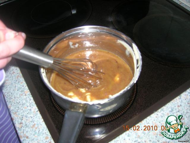 Теперь берём масло или маргарин, мы взяли маргарин, 1 стакан сахара, 3 ст. л. молока, 3 ст. л. какао. Ставим на плиту и доводим до кипения.