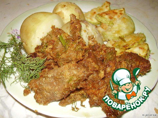 Подаем азу с отварным картофелем, кабачком и зеленью