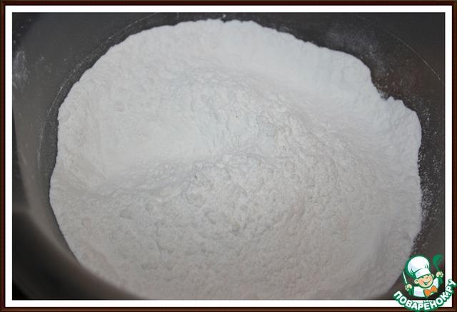 2. Муку, разрыхлитель и соль соединить и перемешать.