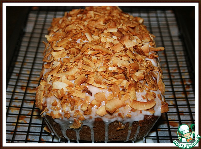 9. Смазать кекс глазурью и посыпать кокосом.