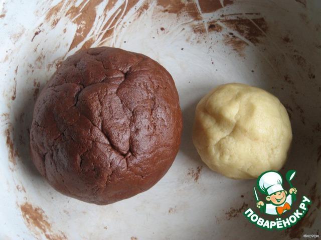 Замешиваем тесто без какао:   Тесто    200 г маргарина или масла слив.    1 яйцо    150 г сахара    350 г муки    1 пакетик (10 г) разрыхлителя        делим тесто на 2 куска: большой и маленький.    В большой добавляем порошок какао и заново вымешиваем до однородной массы