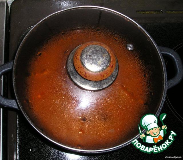 Сделайте огонь минимальным, накройте плотно прилегающей крышкой, и пусть медленно кипит без помешивания 20-25 минут, пока рис не станет воздушным, овощи мягкими, а вся жидкость не впитается.    Выключите огонь и оставьте рис под крышкой на 5 минут, чтобы нежные зерна обрели прочность.    Как видите, всё не так уж и сложно!