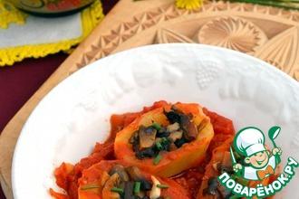 Картофель, фаршированный грибами, в томатном соусе