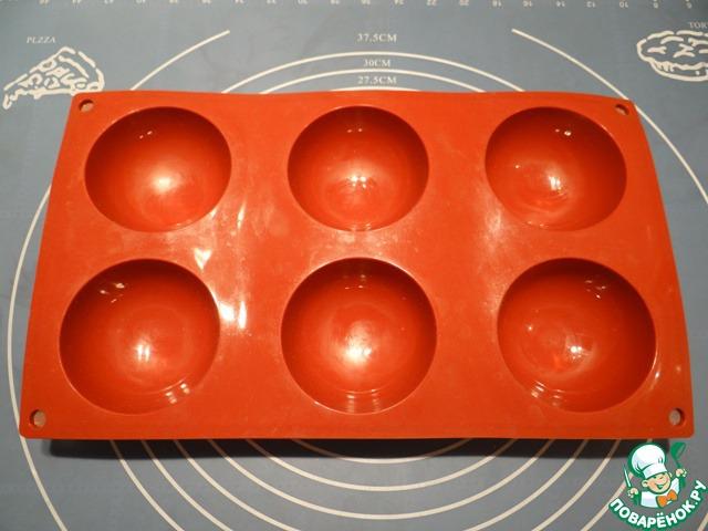 """Для выпечки этих пирожков можно использовать как обычный противень, так и силиконовую форму """"полусфера""""."""