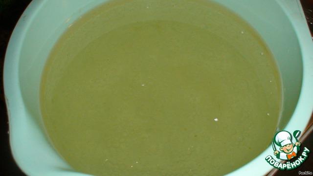 В теплой кипяченой воде смешать соль, сахар, уксус и масло.