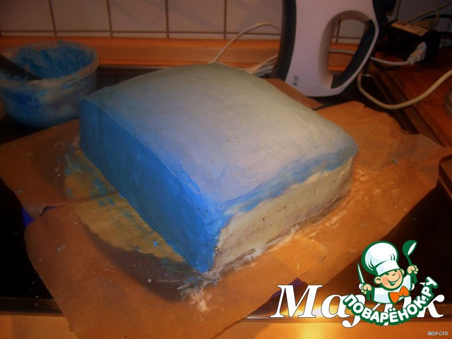 Ну а теперь начинается самое интересное: как вот из этого обыкновенного торта-заготовки он превратится в книгу.       В принципе, ничего сложного нет, но повозиться придётся!    Итак, начнём:        Для начала делаем грунтовку из крема, заранее подобрав нужные цвета.