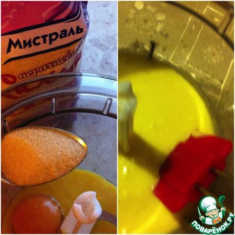 В желтки засыпаем 400 г мелкого сахара от Мистраль и тщательно перетираем при помощи блендера.