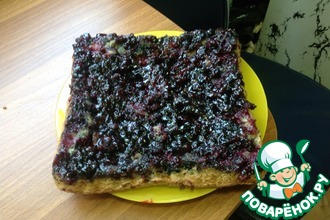 Перевёрнутый пирог с черной смородиной