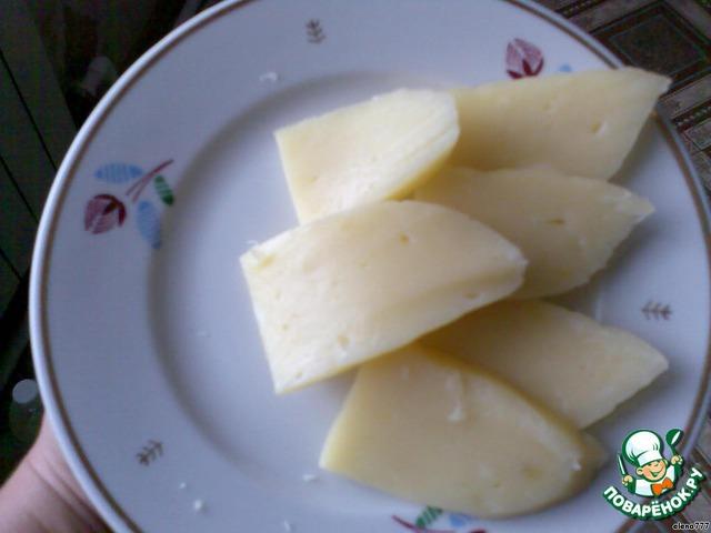 Сыворотку, оставшуюся после варки, не выливайте - из неё можно печь вкусные блины.    Получился очень нежный сливочный сыр.         Приятного аппетита!