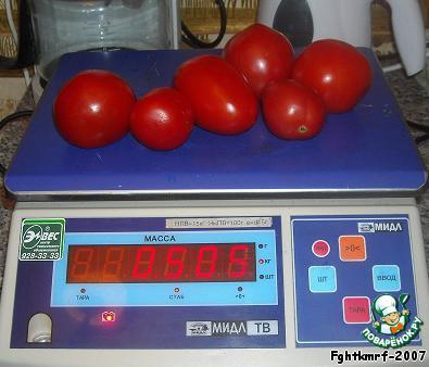 Рецепт 1: «Айвар» с помидорами   Нужно (строго по весу):    1 кг перца    0,5 кг помидоры    0,150 г лука    0,025 г чеснока    50 мл подсолнечного масла    2 столовые ложки (без горки) соли    4 столовые ложки сахарного песка    1 столовая ложка уксуса столового
