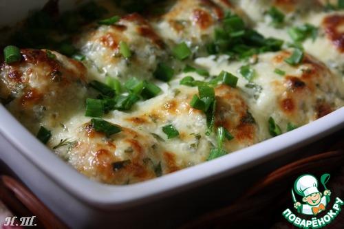 Вынуть форму с шариками из духовки, залить соусом и поставить для дальнейшего запекания еще на 15-20 минут.   Вкусно и очень ароматно, как в горячем, так и холодном виде!