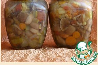 Маринованные маслята с овощной заливкой