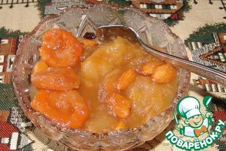 Яблочное варенье с курагой и миндалем