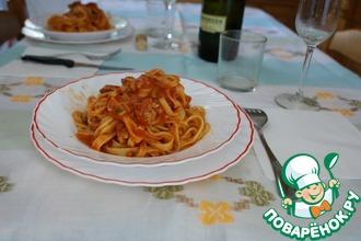 Тальятелле с легким соусом из помидоров и базилика