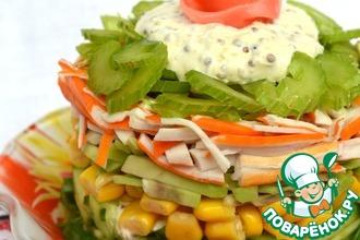 Легкий крабовый салат с сельдереем и авокадо