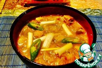 Острый суп из кимчхи со свининой