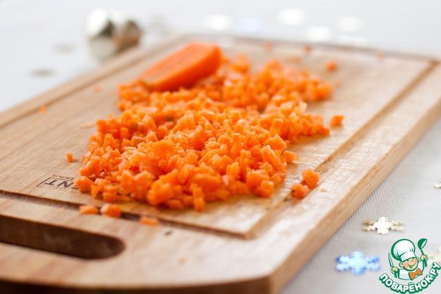 Морковь мелко нарезать