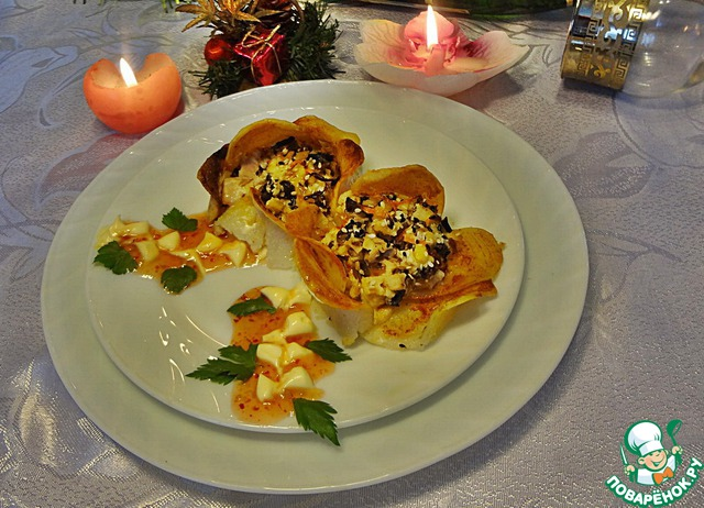 Цветы посреди зимы порадуют и мужчин, и женщин)))   Подавать их можно как горячее блюдо персонально каждому гостю, украсив свежей зеленью и декоративной веточкой из майонеза и какого-нибудь красного соуса (можно взять кетчуп).