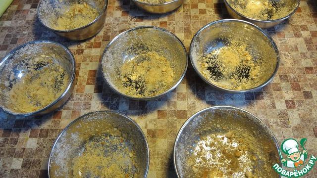 Формы для цветочков надо смазать маслом и посыпать молотыми панировочными сухарями. Если у вас формочки силиконовые, то ничего не нужно.