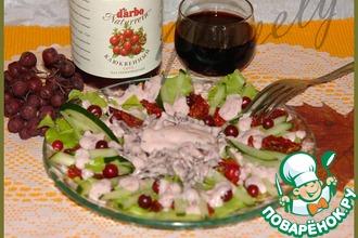 Салат с бастурмой и клюквенной заправкой