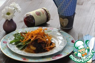 Фуа-Гра с бруснично-малиновым соусом, печеным яблоком и бататом