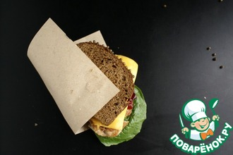 Сэндвич с индейкой и клюквенным соусом