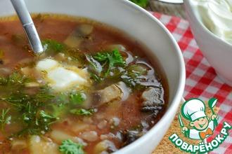 Томатный суп с красным рисом и шампиньонами