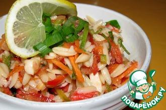 Салат из морепродуктов с овощами и лапшой орзо