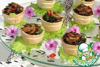 Вафельные корзиночки с диким рисом и грибами