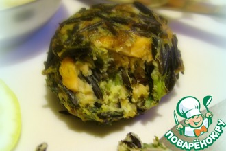 Фиш-кейки с диким рисом и пряным соусом из запеченого чеснока