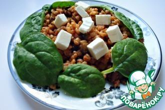 Салат из пшеницы и баклажанов с фетой и шпинатом