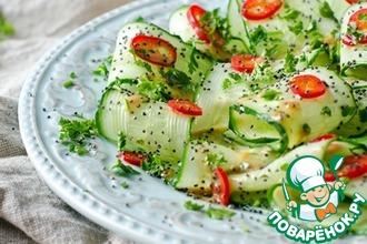 Огуречный салат с перцем и маком