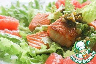 Лососевый салат с заправкой из зеленого лука