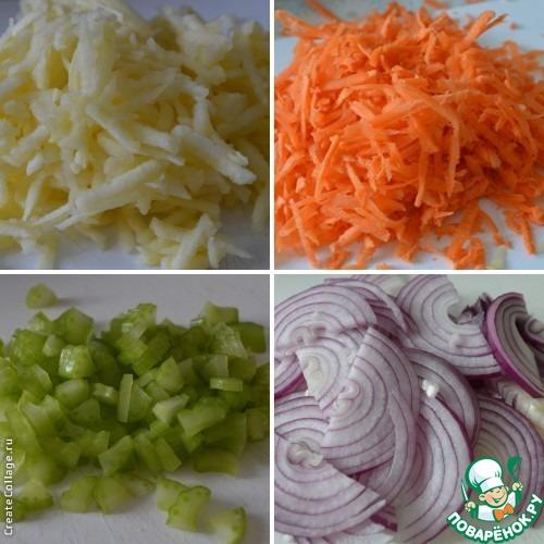 Яблоки и морковь натереть на крупной терке.    Сельдерей мелко нарезать.     Лук нарезать полукольцами.     Все овощи добавить к нашинкованной капусте.     Изюм предварительно замочить в теплой воде, просушить, разрезать пополам и добавить в салат.