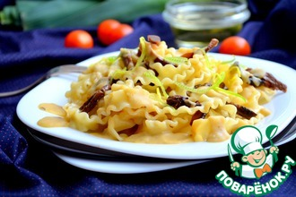 Паста с грибами с чечевично-луковым соусом