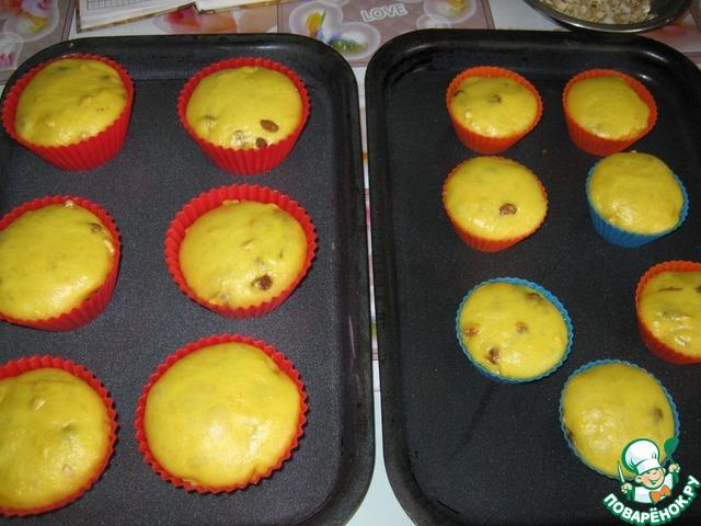 Тесто разложить по формам, поставить в теплое место. Как только куличи подойдут в формах, ставим выпекать в духовку при t=200 C.