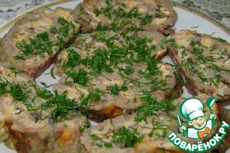Мясной рулет с сыром и грибами