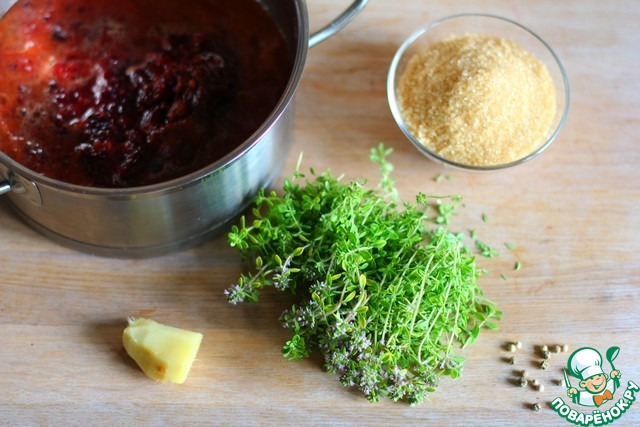 Складываем все ингредиенты (сок и жмых) в кастрюлю с толстым дном.