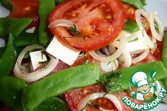 Салат из стручковой фасоли, помидоров и сыра