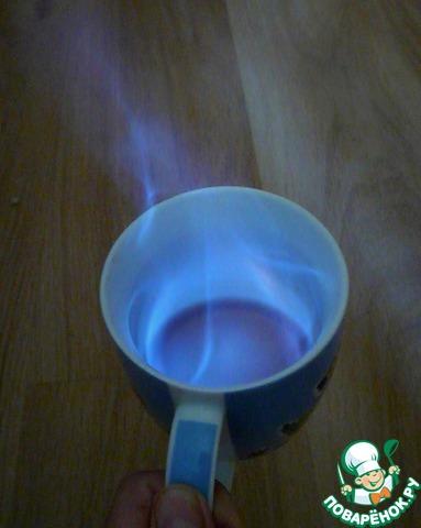 Коньяк подогреть и поджечь. Прямо горящий вылить в соус.
