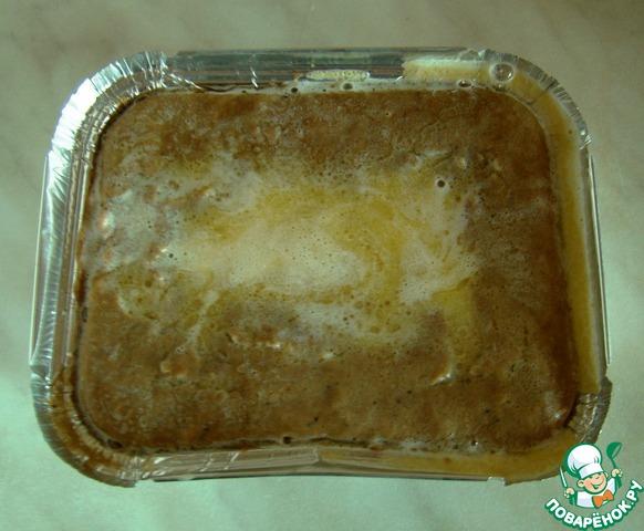 Заливаем наши формочки растопленным сливочным маслом,    остужаем и отправляем в холодильник на 2-3 часа.