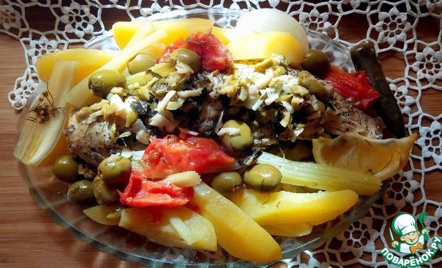 Выкладываем рыбу на блюдо вместе с овощами, поливаем соусом и наслаждаемся прекрасной едой!   Приятного всем аппетита!!!