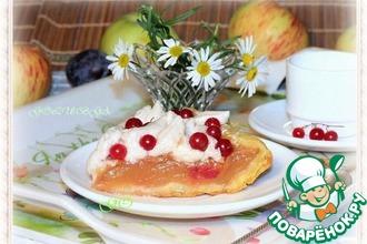 Пирог с яблочным пюре и белково-фруктовым кремом